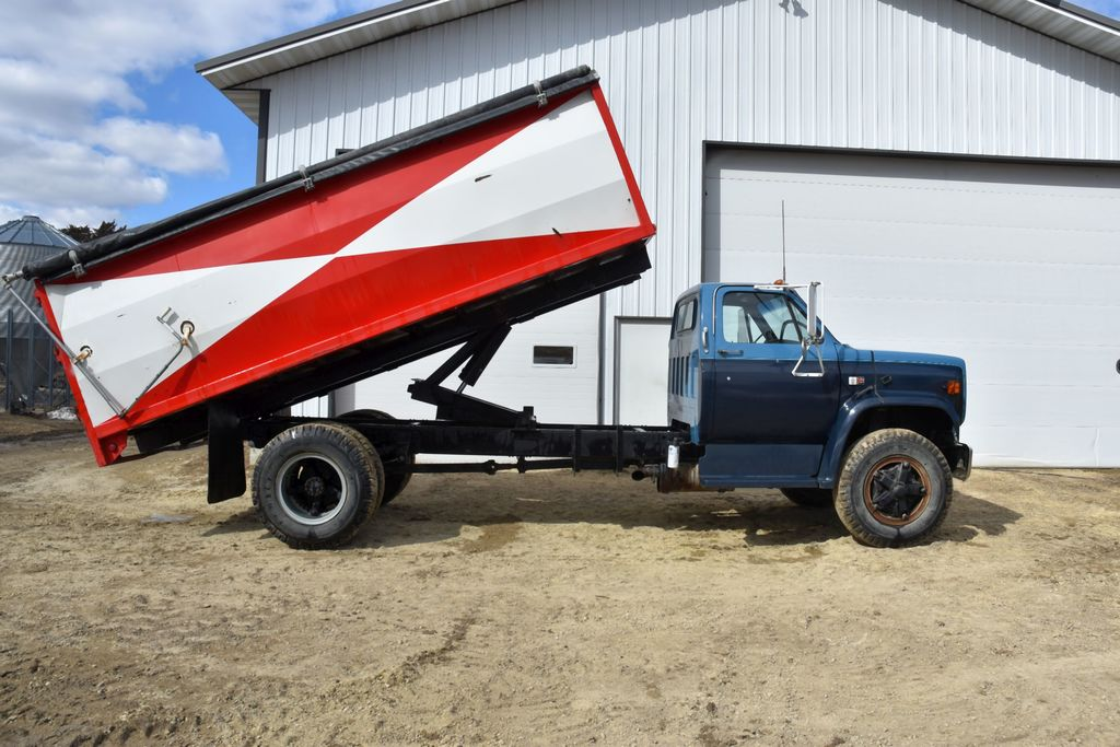 1981 Chev C65 Diesel 8.2L, Single Axle Grain Truck, 24,875 Actual Miles, 5x2 Speed Transmission With
