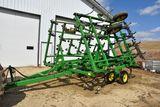 John Deere 980 Field Cultivator, 28.5', Walking Tandems, 3 Bar Mulcher, Like New Condition, 12' Main