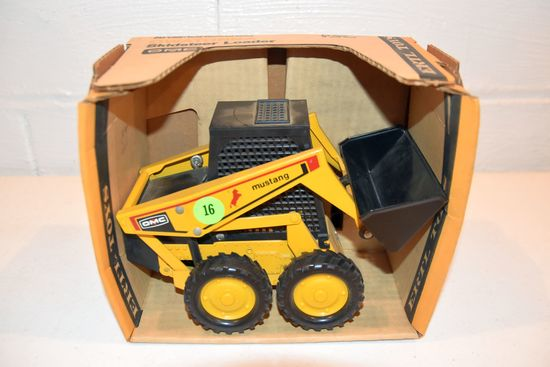 Ertl OMC Mustang Skidloader With Box, 1/16th Scale