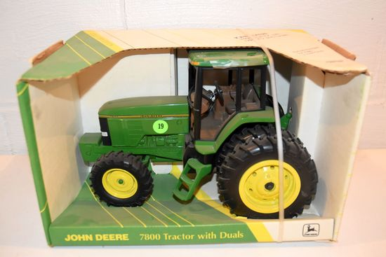 Ertl John Deere 7800 Row Crop Tractor With Duals, Premier Edition, 1/16th Scale With Box