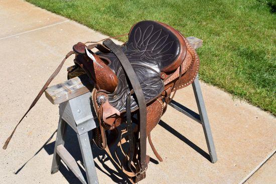 "15"" Western Saddle With Buck Stitching"