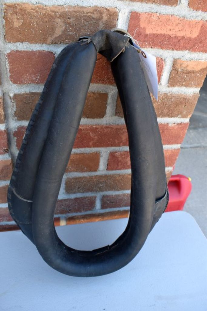 """19"""" Horse Collar With Buck Stitching, Brand New Never Used"""
