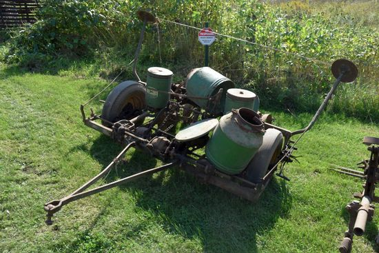 John Deere 290 Corn Planter, Markers, 2 Row, Seed & Fertilizer Boxes