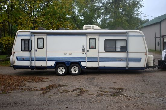 1992 Holiday 32' Aluma Lite XL Travel Trailer, Frtont Kitchen, Awning, Equalizer Hitch, Couch, Roof
