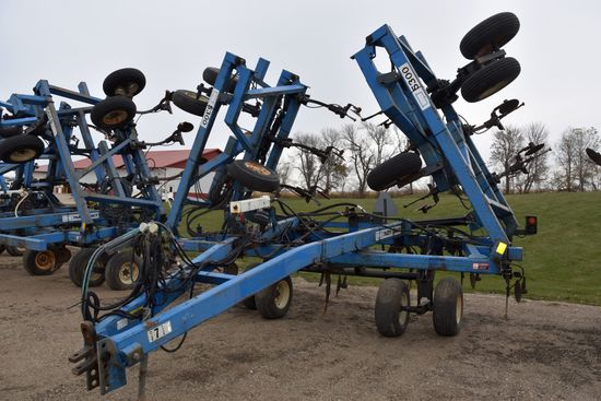 DMI Nutri-Placr 5300 Anhydrous Tool Bar, 47', 19 Knife, Raven NH3 Cooler With Raven 440 Monitor, Cov