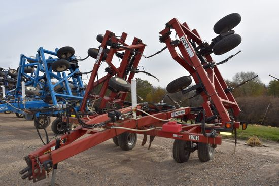 DMI Nutri-Placr 5300 Anhydrous Tool Bar, Red In Color, 52', 21 Knife, NH3 Cooler With Raven 440 Moni