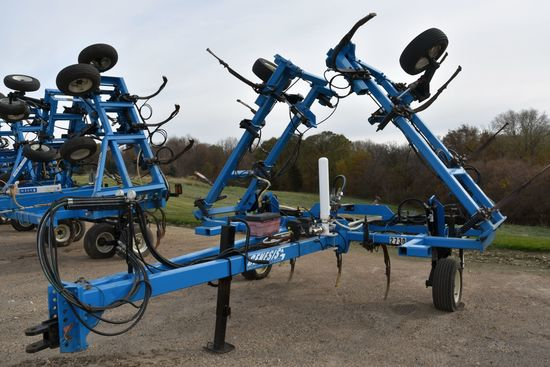 Blu-Jet Anhydrous Tool Bar, 37', 15 Knife, NH3 Cooler With Raven 440 Monitor, Single Wheels, Has Bee