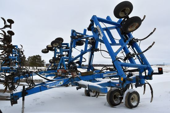 DMI Nutri-Placr 5300 Anhydrous Tool Bar, 47', 17 Shank, Raven NH3 Cooler With Raven Monitor, Rear Hi
