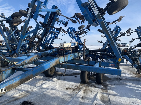 DMI Nutri-Placr 5300 Anhydrous Tool Bar, 47', 19 Knife, Raven NH3 Cooler With Raven 440 Monitor