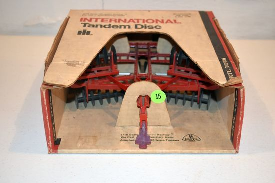 Ertl International Tandem Disc, Stock #493, 1/16th Scale With Box