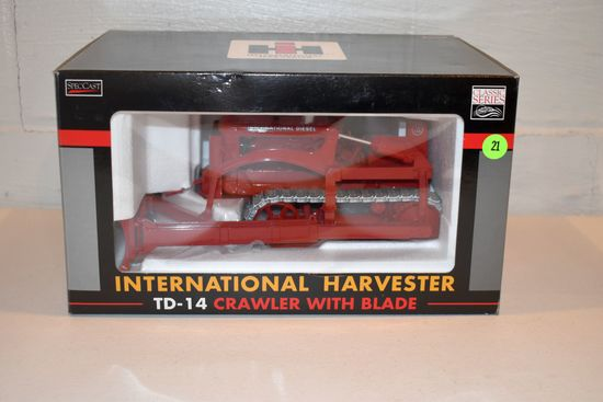 Spec Cast International Harvester TD-14 Crawler With Blade, 1/16th Scale With Box