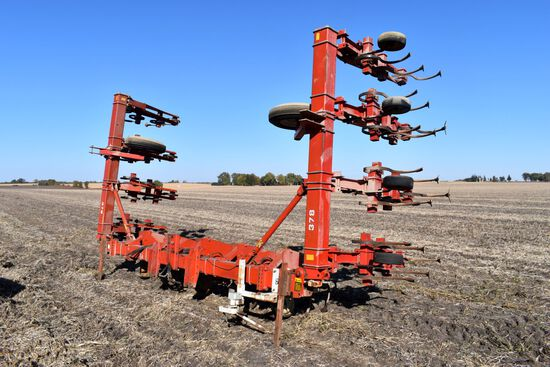 "White 378 Row Crop Cultivator, 12 Row 30"", 3pt., Sells With The Guide 3pt Guidance Hitch"