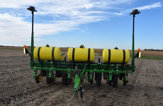 "John Deere 1750 Max Emerge XP Planter 6Row30"", Liquid Fertilizer, (3) 70 Gallon Poly Fertilizer Tank"