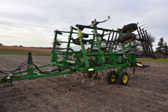 John Deere 2210 Field Cultivator 24.5' 4 Bar Harrow, Depth Control, Walking Tandems, Lights, 10' Mai