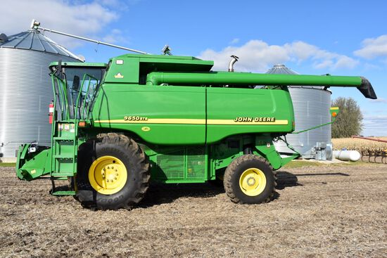2001 John Deere 9650 STS With Rahco Accu-Level Hillside, 3,738 Engine Hours, 2,335 Separator  Hours,