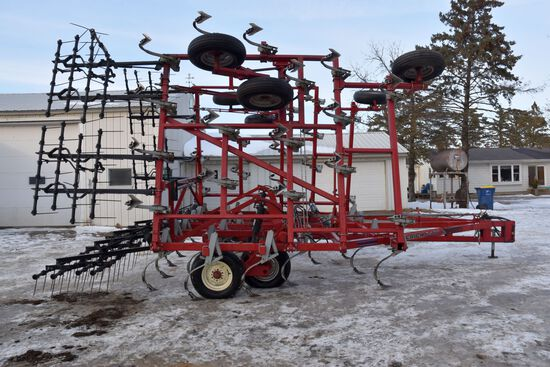 Wil-Rich 3400 Field Cultivator, 32.5', 14' Main Frame, 4 Bar Harrow, Light Kit, Gauge Wheels, Walkin