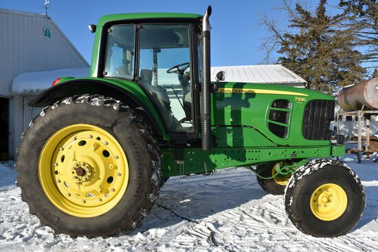2009 John Deere 7330 Premium, 2WD, 2,034 Hours, Power Quad, Left Hand Reverser, Command Center Scree