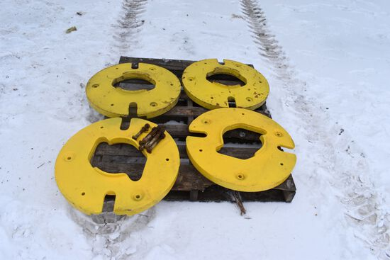 4 John Deere Wheel Weights, Selling 4 x $