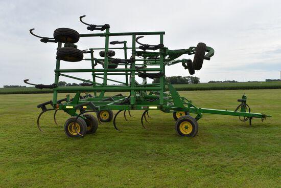 John Deere 2410 Chisel Plow, 33.5', Big Gauge Wheels, H.D. Shanks, Like New, Walking Tandems, Floati