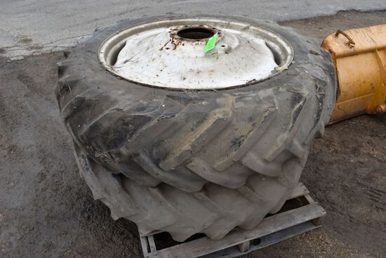 Goodyear 15.5x38 Axle Duals With Hubs and Chains, Came Off JD 2640 Tractor