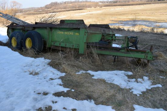 John Deere 780 Hydro Push Manure Spreader, Tandem Axle, Slop Gate, Poly Floor & Sides, Parts Machine