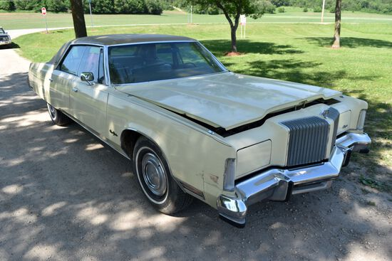 1977 Chrysler New Yorker 4 Door Car, 93,141 Miles Showing, Crème Yellow In Color, Plastic On Seats,