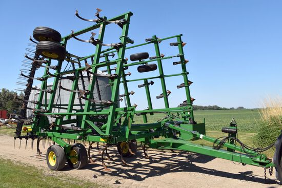 John Deere 2210 Field Cultivator 32.5' 4 Bar Harrow, Floating Hitch, Walking Tandems All Around, SN: