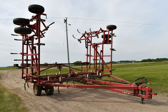 Wilrich 2500 Field Cultivator, 32.5', Double Fold, Walking Tandems, 16' Main Frame