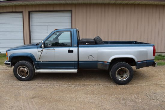 1990 Chevy 3500 4x4 Regular Cab Dually, 86,642 Actual Miles, Tach Reads In Kilometers, Canadian Buil