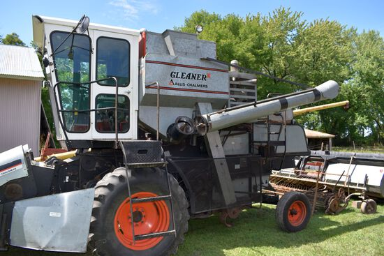 Gleaner Model K Combine, Gas, Gear Drive, HD Lift Cylinder, Runs Good