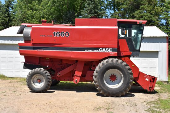 1986 Case IH 1660 Axial Flow Combine, 3637 Hours, 30.5x32 Tires 80%, Chop/Spr, Rock Trap, IH Engine,
