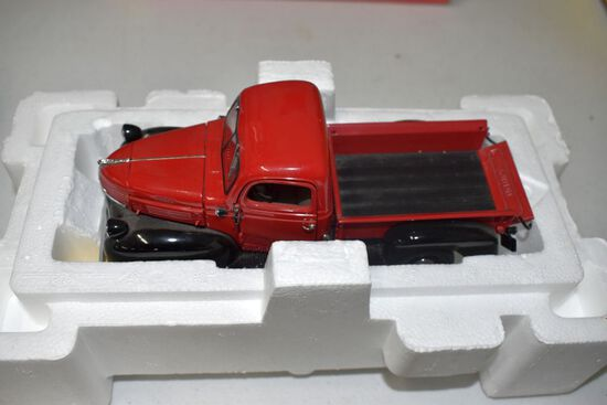 Danbury Mint 1941 Dodge Pickup With Box