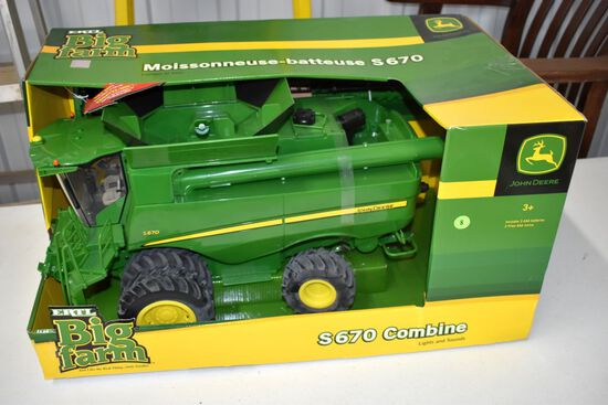 Ertl Big Farm John Deere S670 Combine, With Box