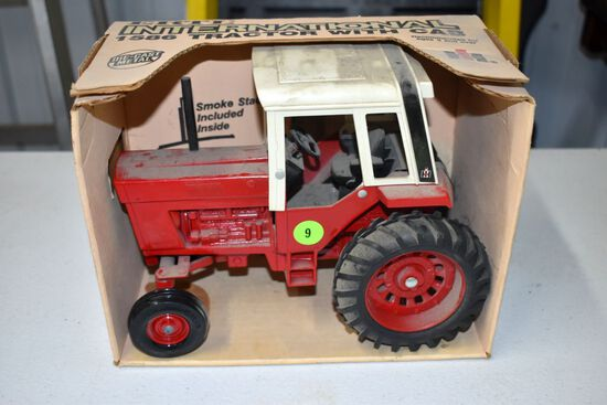 Ertl 86 Series International Tractor In A 1586 Box,