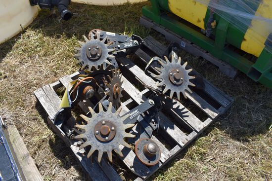 4 Yetter Row Cleaners With NoTill Coulters   Brackets selling 4 x $