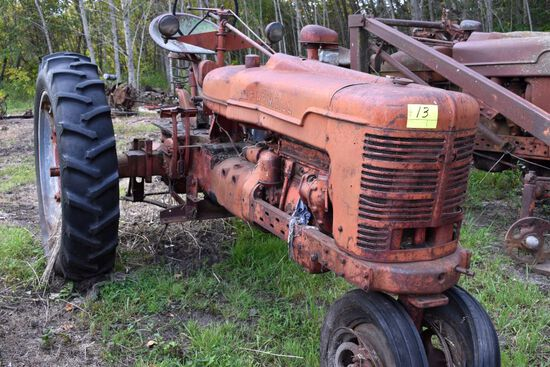 Farmall h narrow front, good rear rubber, non running