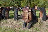 Cockshutt 30 tractor, good round fenders, non running