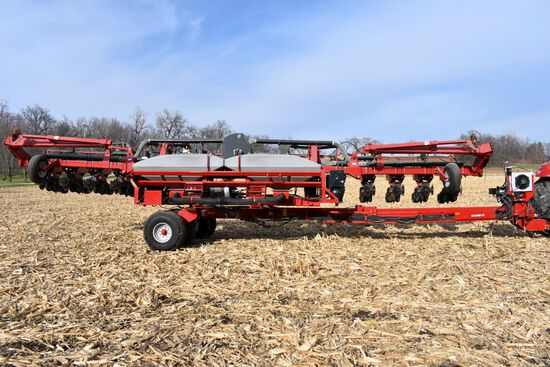 "2011 Case IH 1240 Early Riser Planter, 16 Row 30"" Center Pivot, Center Seed, 20/20 Air Force Precisi"