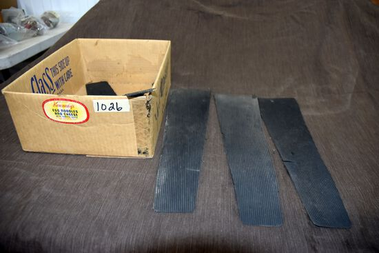 Speedway Rubber Foot Pads 3 In Good Condition 1 In Poor Condition