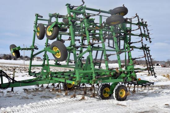 John Deere 980 Field Cultivator 45.5', Double Fold