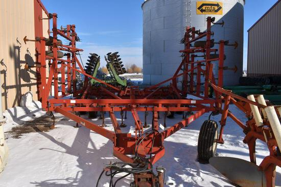 "Case IH 4900 Vibra Tiller Field Cultivator, 31.5', 63 Shanks, 9"" Shovels, Walking Tandems"