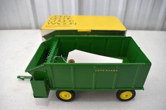 Original Ice Cream Box Ertl John Deere Chuck Wagon, Box in good condition