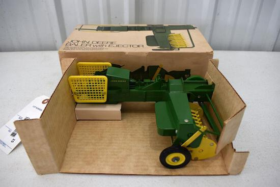 Original Ice Cream Box Ertl John Deere Baler with Ejector, Cardboard Insert, Box in good condition