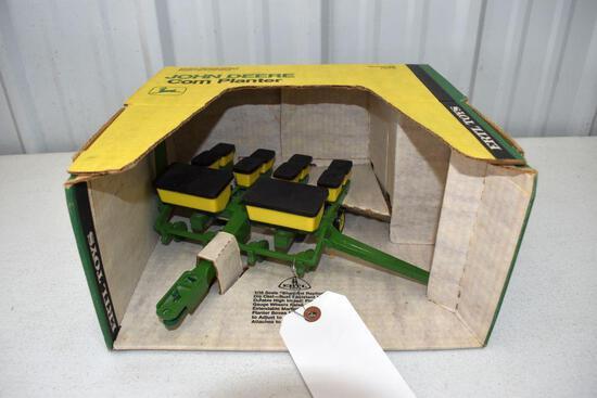 Ertl Blue Print Replica John Deere 4 Row Corn Planter 1/16 scale with box