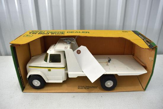 Ertl Blue Print Replica John Deere Dealer Tilt Bed Truck 1/16 scale with box
