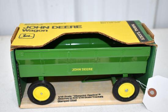 Ertl Blue Print Replica John Deere Wagon 1/16 scale with box
