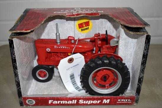Ertl Farmall Super M 1/16 Scale with box