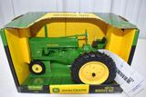 Ertl John Deere 60 Tractor 1/16 scale with box