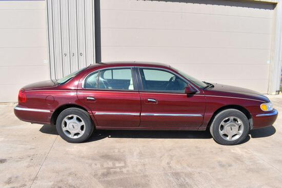 2000 Lincoln Continental 4 Door Car, Leather, V8, Auto, 139,860 Miles