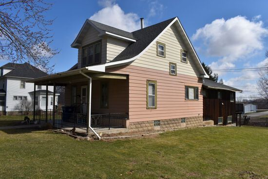 4 BEDROOM 2 STORY HOME IN KENYON, MN, ONLINE ONLY